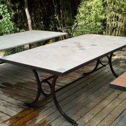 Τραπέζι με κεραμικά πλακάκια